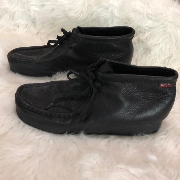 8e0287a36a9 Men's Clark's black leather wallabee boots